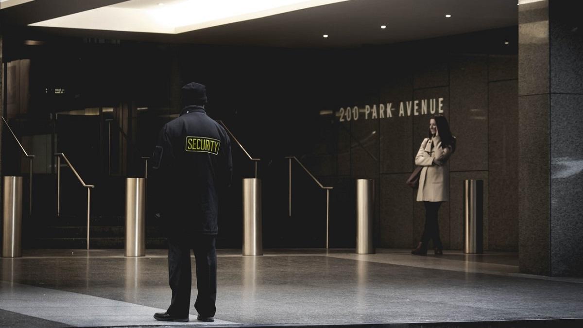 security - uomo della sicurezza