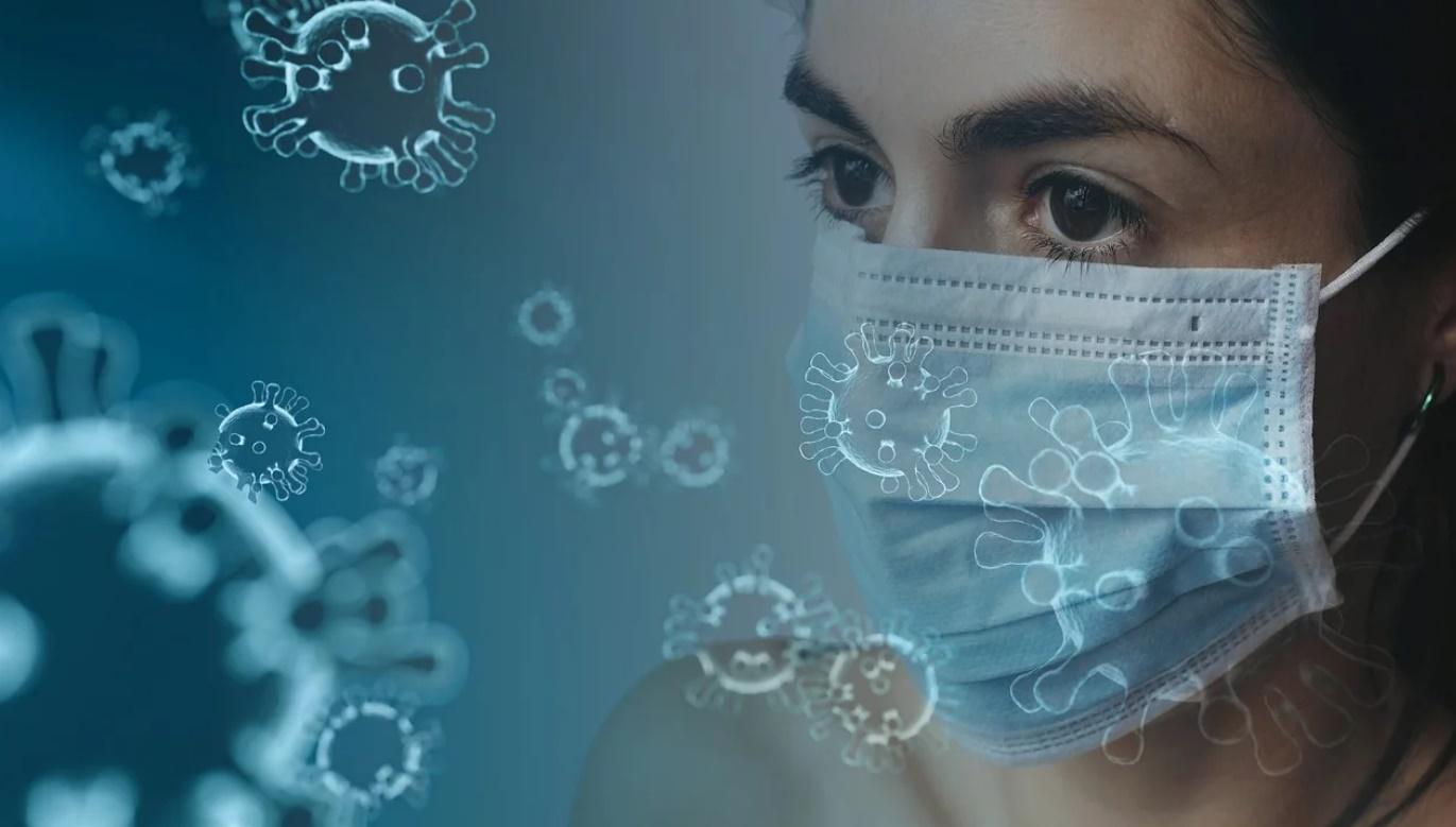 Coronavirus - donna con mascherina