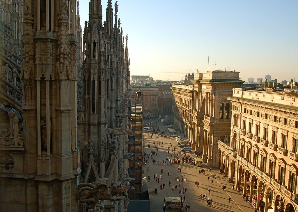 Visuale del Duomo di Milano ed una parte di Piazza Duomo