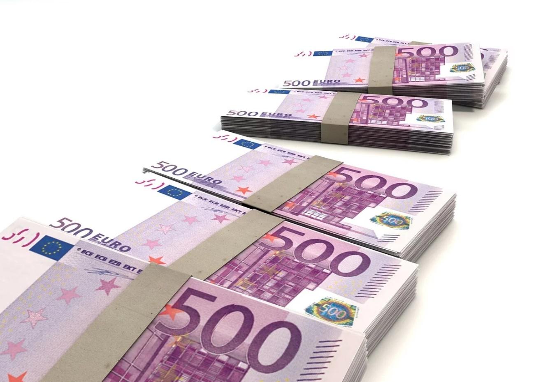 Banconote da 500 euro suddivise in piccoli pacchi