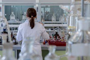 Quanto guadagna un virologo: stipendio netto e lordo in Ital