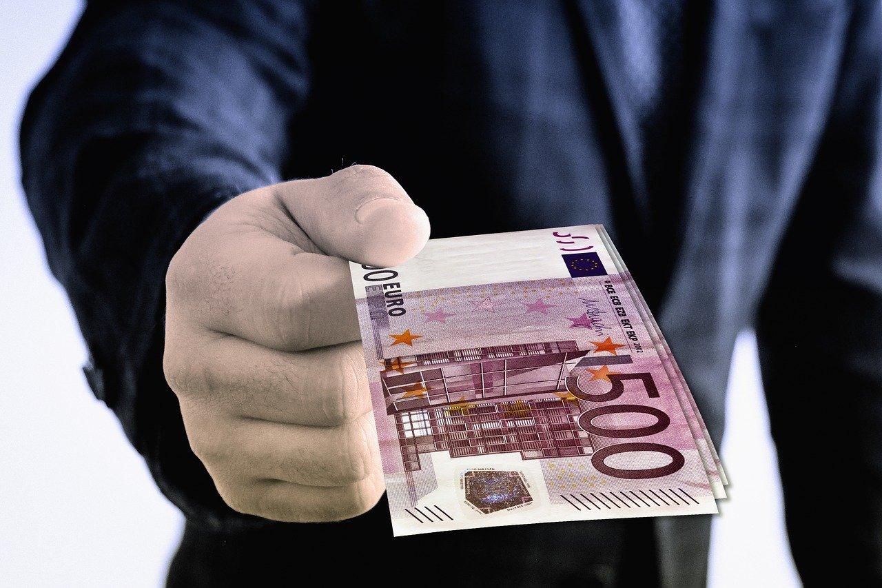 Reddito di cittadinanza con soldi in banca e casa