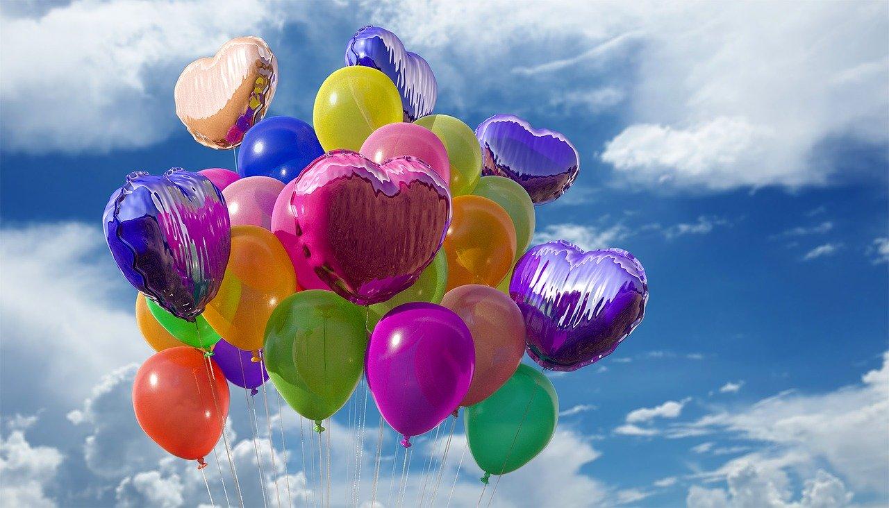 Coronavirus, i vip che hanno festeggiato il compleanno in quarantena