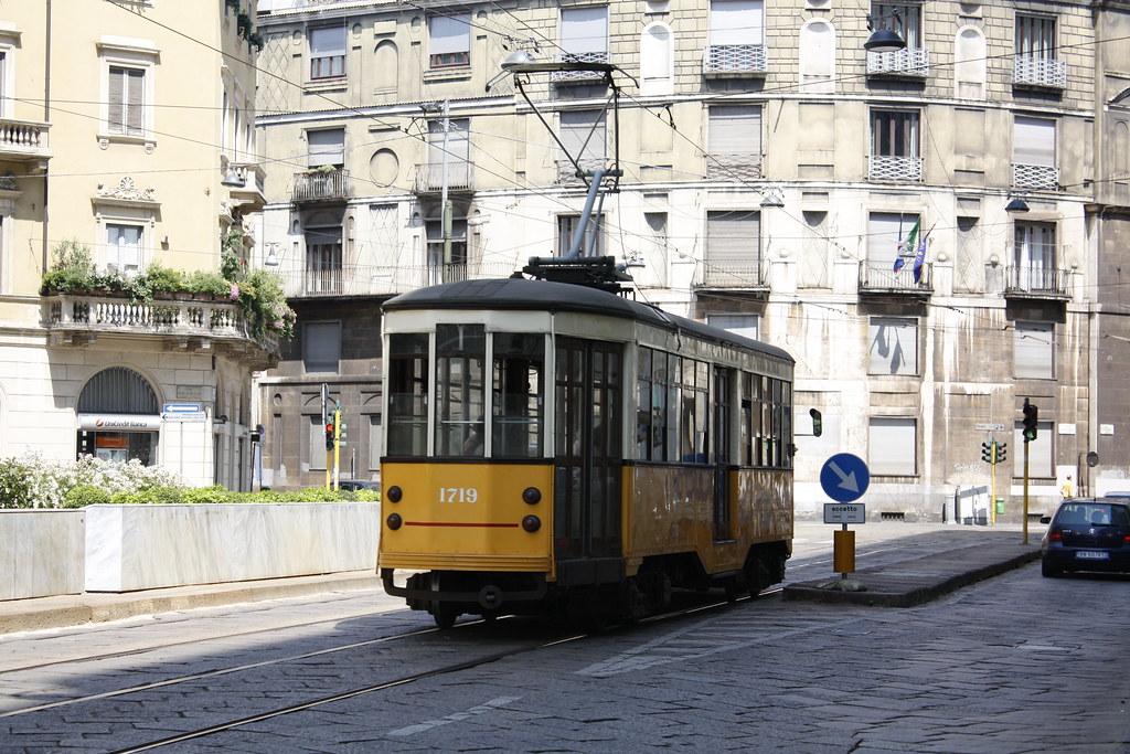 Tram in centro a Milano