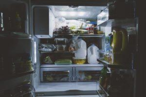 Quanto resiste il coronavirus in frigorifero: cosa dicono gl