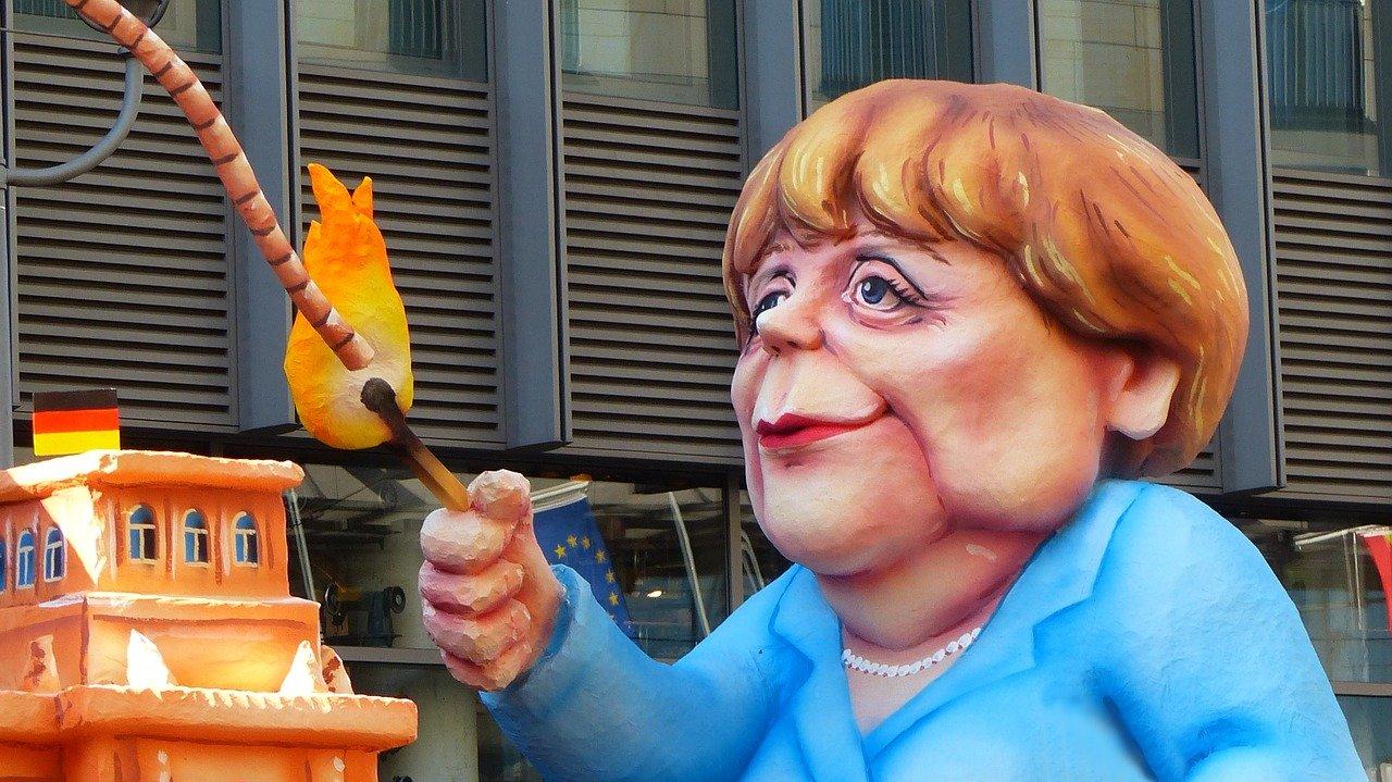 pupazzo caricaturale di Angela Merkel