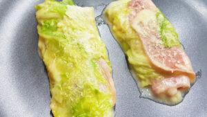 Involtini di verza in padella con prosciutto cotto e formaggio