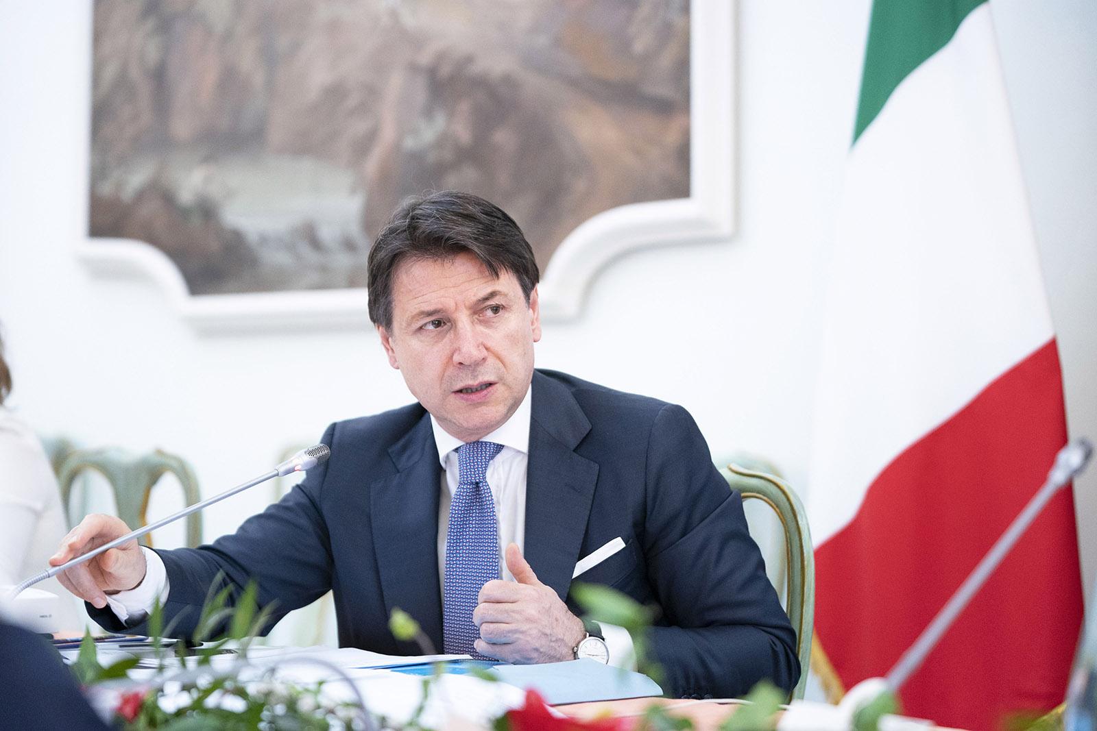 """Crisi di governo: Giuseppe Conte """"ho sbagliato a dimettermi"""". Futuro con Draghi?"""