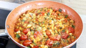 Zucchine e mozzarella in padella, ricetta facile e veloce