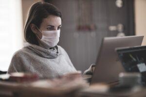 Coronavirus, ultime notizie dal mondo. Francia: oltre 14 mila nuovi casi, aumenta il tasso di positività