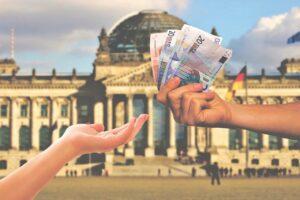Come nascondere i soldi in banca: ecco 3 metodi legali