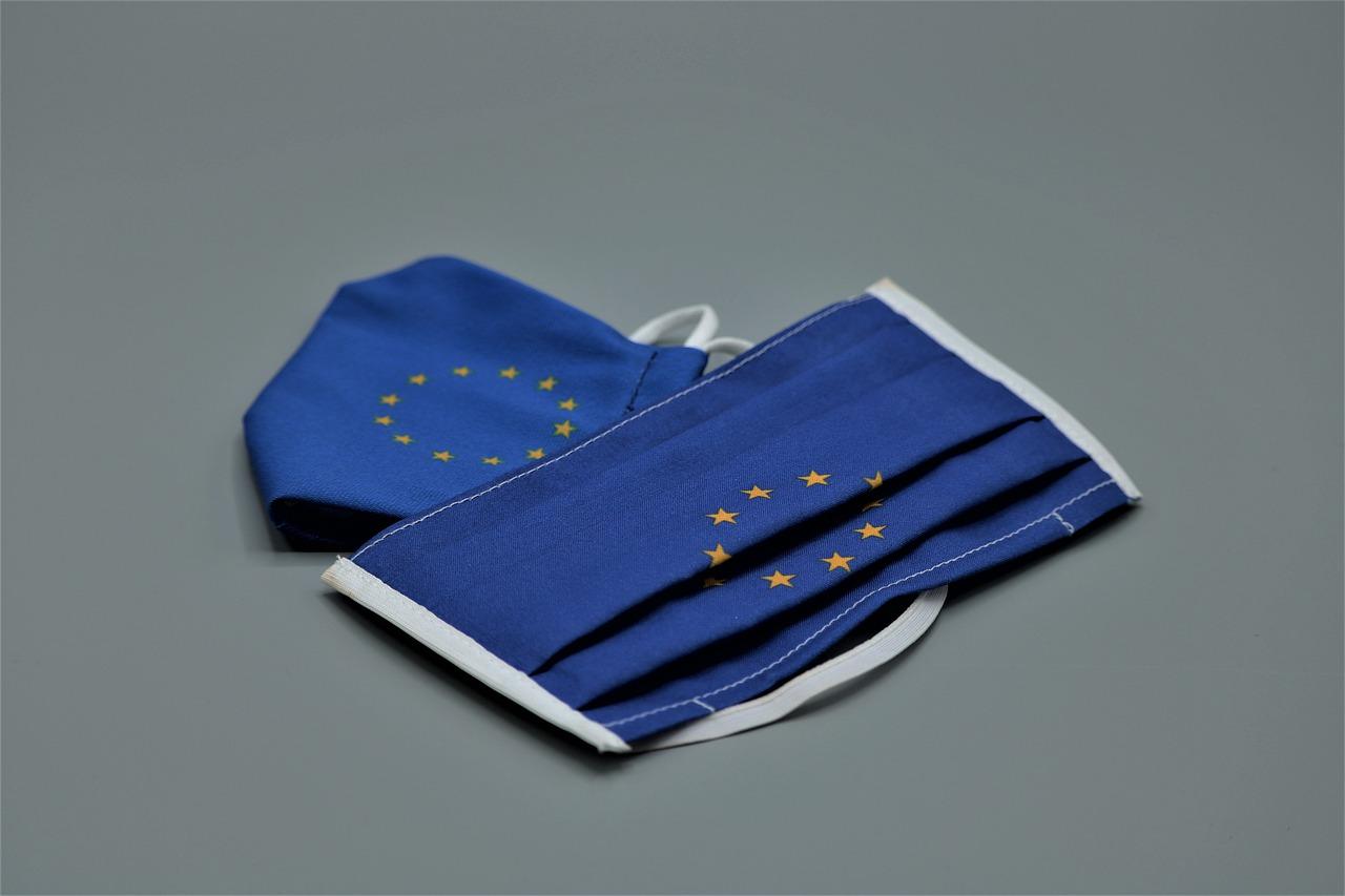 Mascherine con bandiera europea