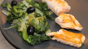 Salmone con scarola in padella, ricetta light