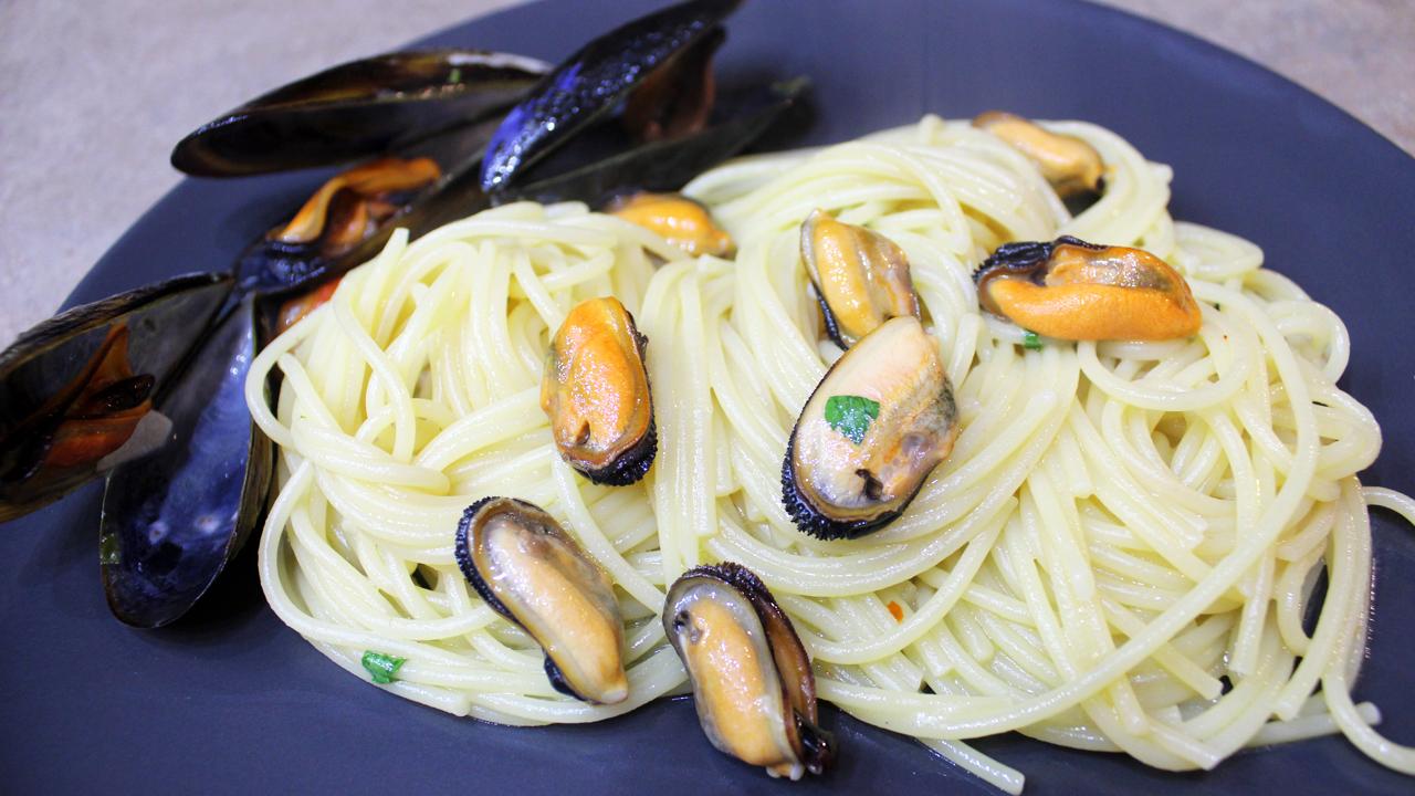 Spaghetti alle cozze in bianco