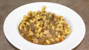 Pasta e lenticchie con salsiccia e funghi misti
