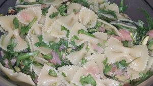 Pasta fredda con salmone rucola e zucchine grigliate