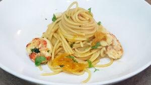 Spaghetti con gamberoni e pomodorini