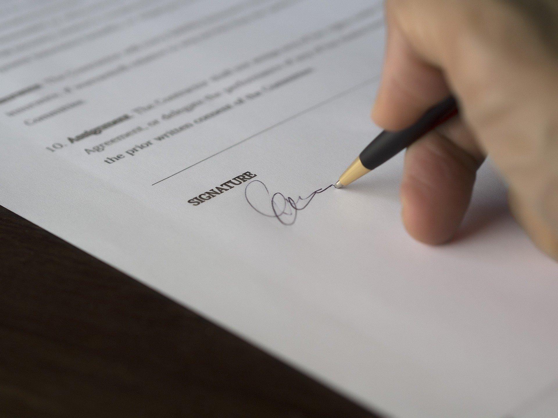 Aumento stipendio colf e badanti: importo e quanto spetta. Il nuovo CCNL