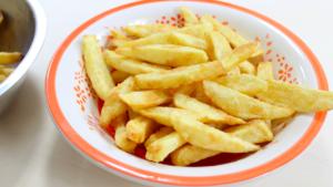 Le patatine fritte funzionano sul nostro cervello esattamente come la droga: ecco i risultati di diversi studi