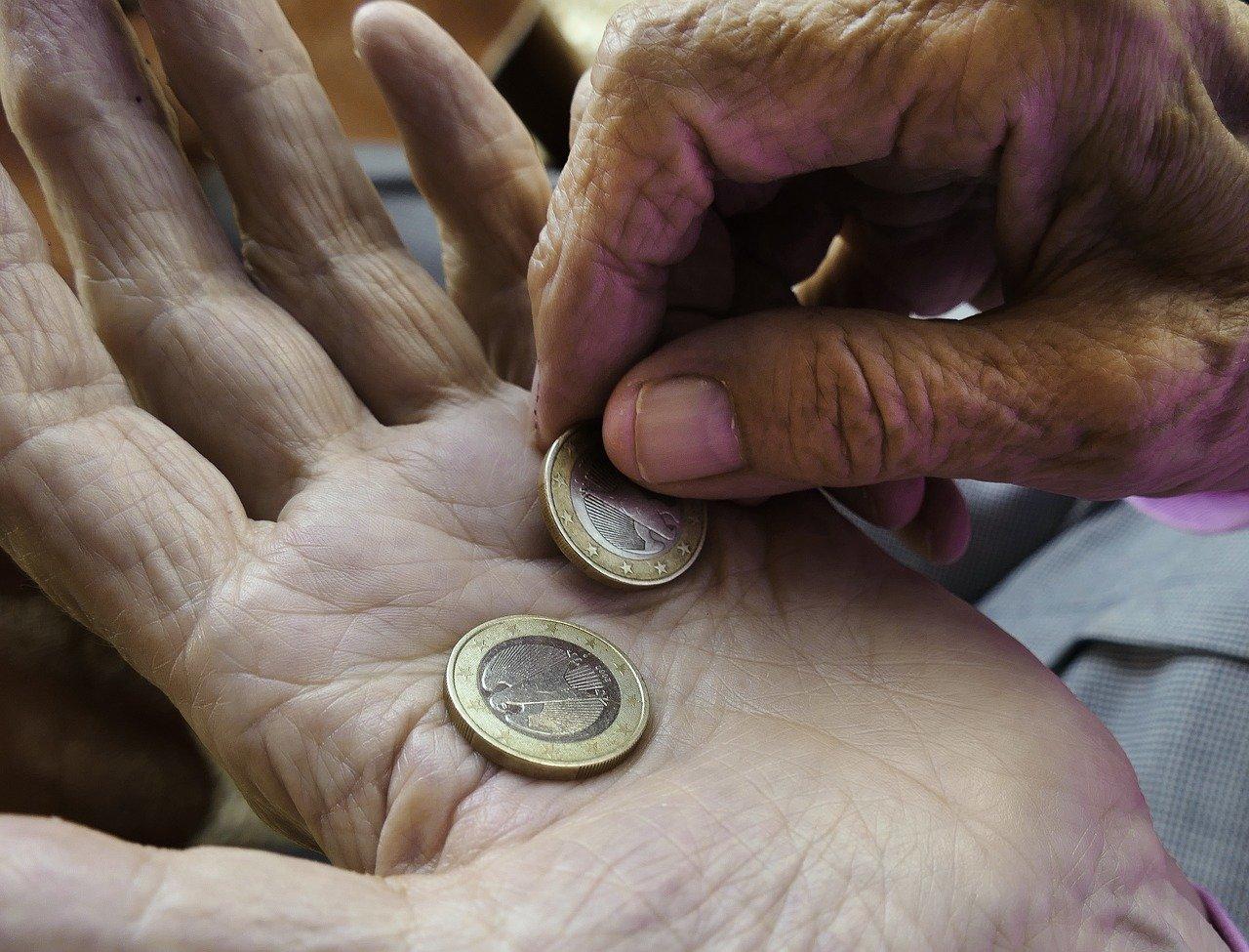 pensioni ultime notizie blocco rivalutazione assegni taglio