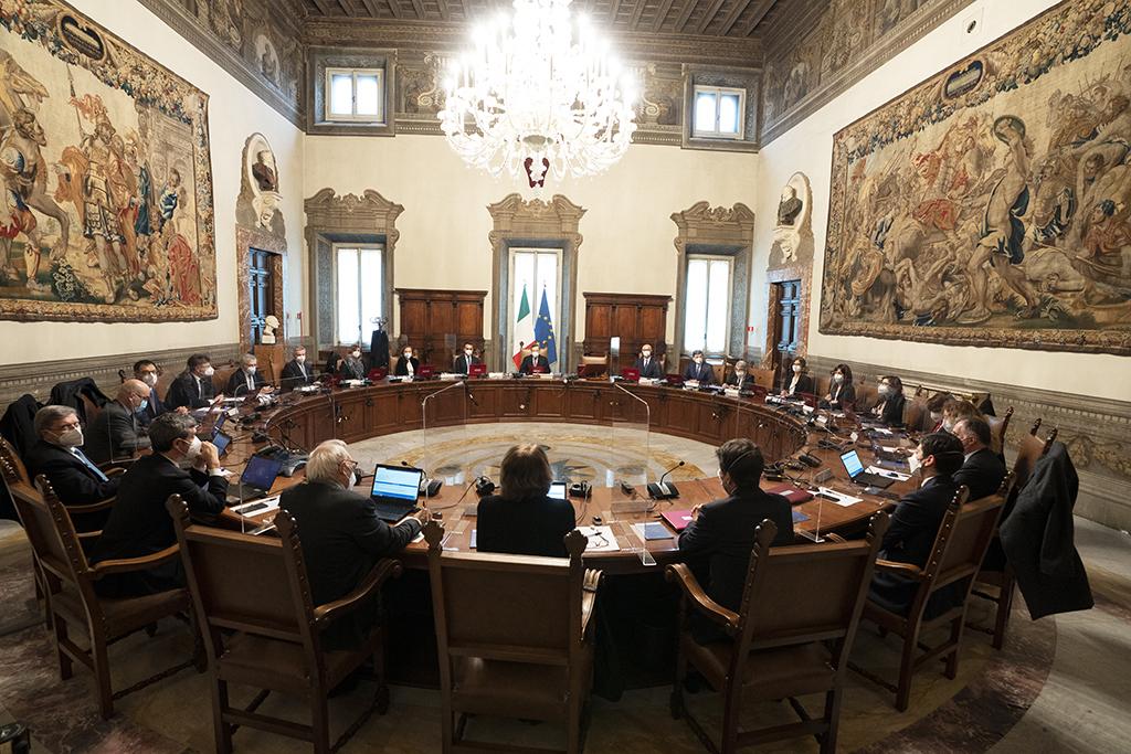Governo Draghi: il Movimento 5 Stelle si spacca sulla fiducia. Cosa succederà?