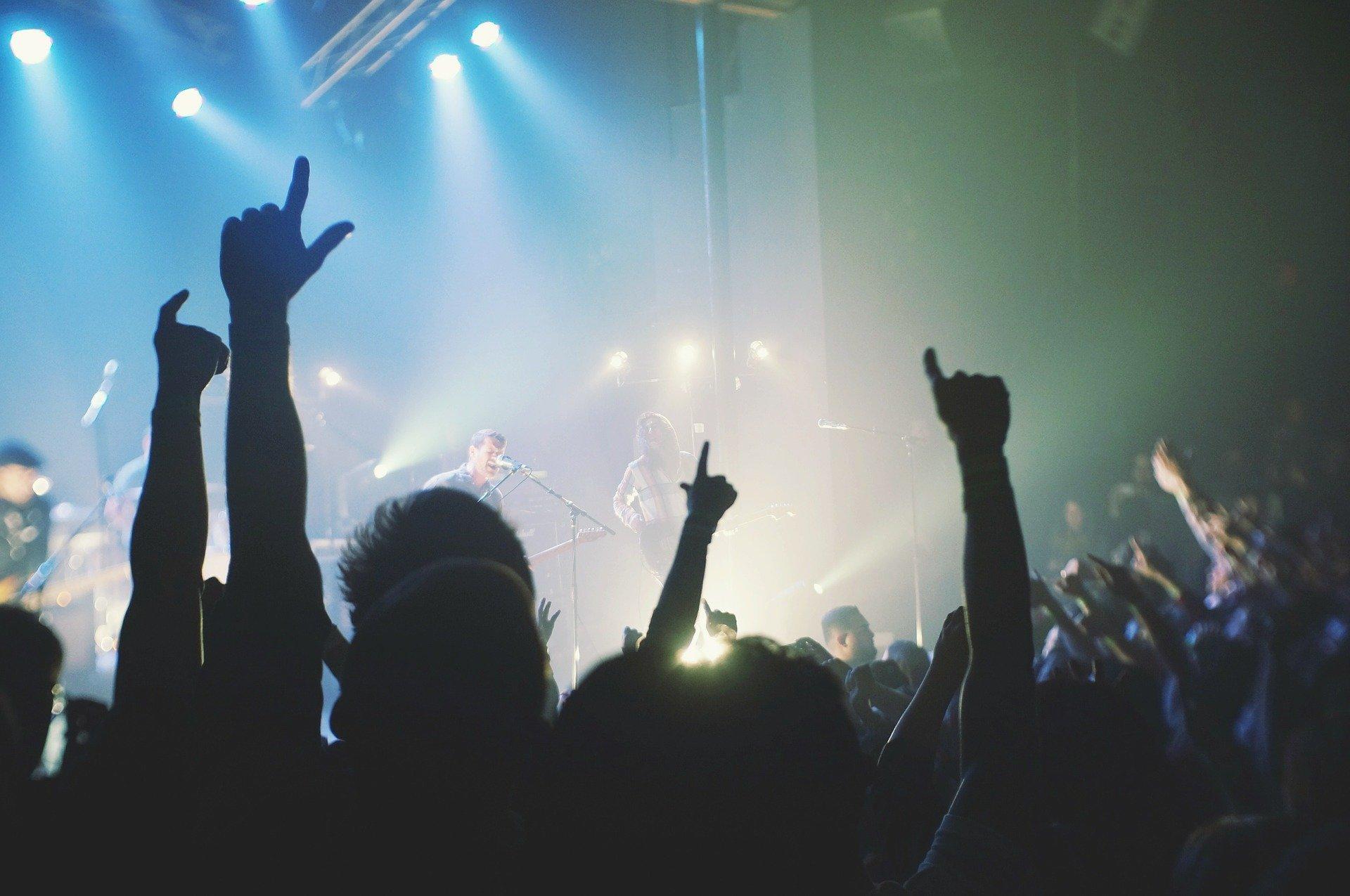 Riapertura stadi, teatri e cinema: aumenta la capienza. Il decreto del Governo Draghi